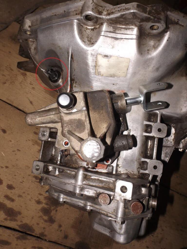 закачка тормозной жидкости в штуцер рабочего цилиндра сцепления лачетти